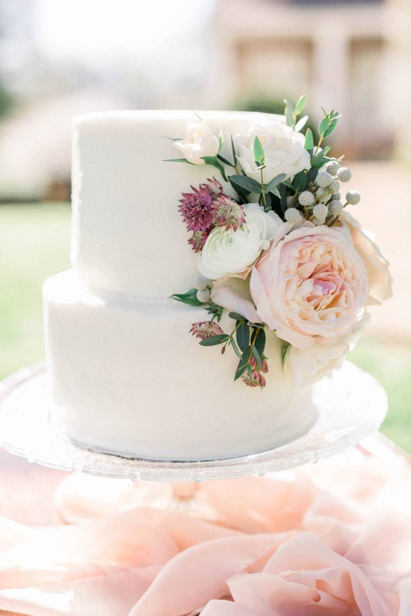 White and pink wedding cake: Elegant southern mansion wedding inspiration featured on Nashville Bride Guide